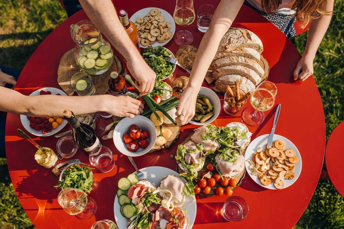 produktová fotografie jídla na zahradní párty