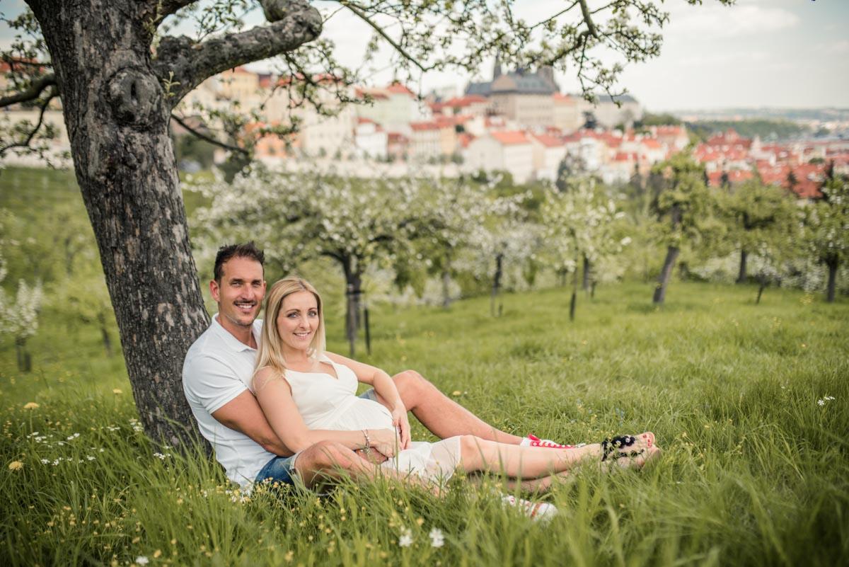 Těhotenské fotky v Praze v přírodě