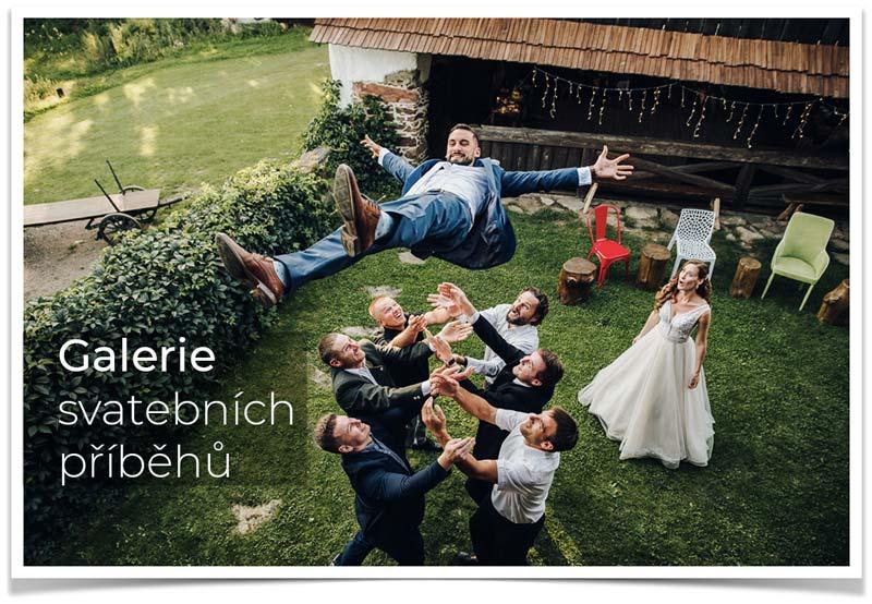 svatební zábava s ženichem ve vzduchu