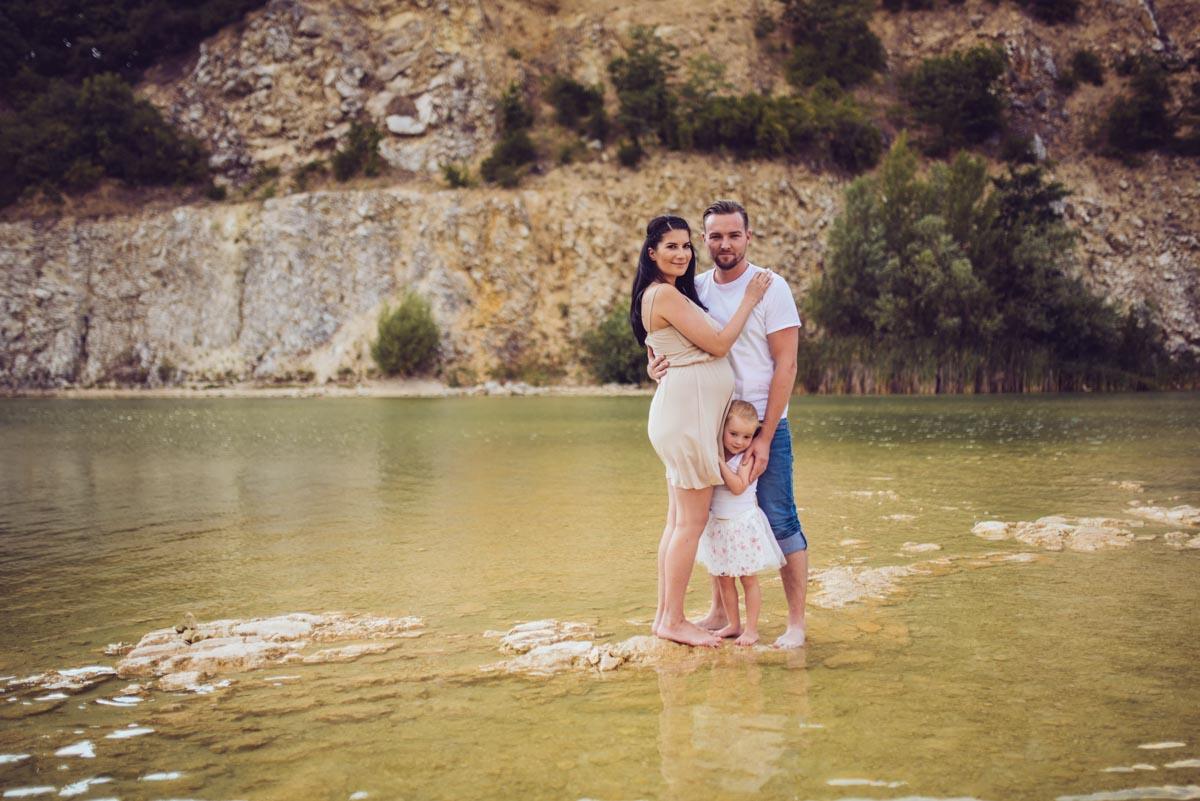 Těhotenské fotky venku s rodinou